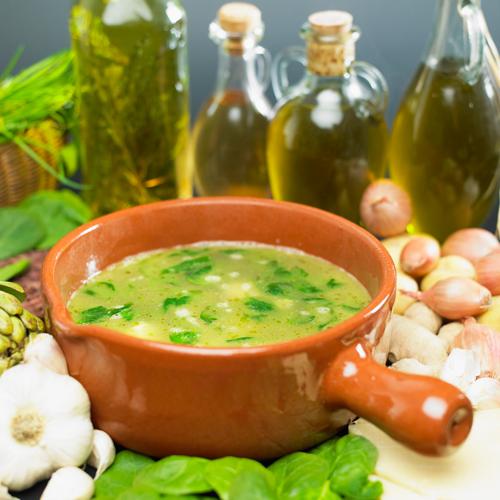 Суп со шпинатом и яйцом картофелем и куриным мясом