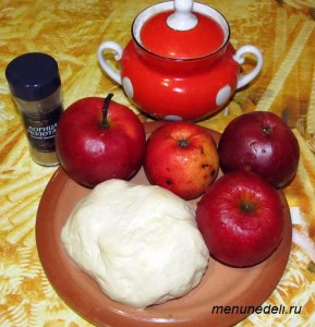 Ингредиенты для яблочного штруделя из дрожжевого теста