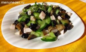 Греческий салат по белорусски с маслинами грибами и ветчиной