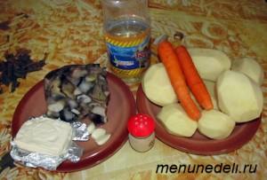 Продукты для супа пюре с сыром и картофелем