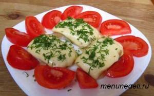 Рыба под сыром с зеленью и помидорами