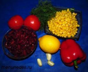 Продукты для салата из фасоли кукурузы помидоров и болгарского перца