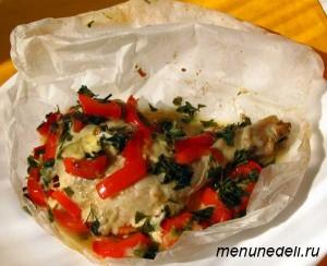 Куриные окорочка с овощами приготовленные в бумаге для запекания