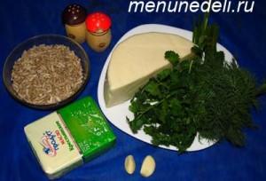 Продукты для колбасы из сулугуни и зелени