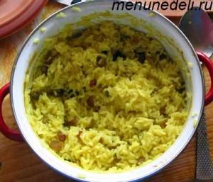 Рис с изюмом апельсиновым соком и карри