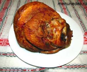 Свиная рулька с томатной пастой приготовленная в духовке