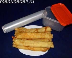 Блинчики с творогом пищевая пленка и пластиковый контейнер для заморозки