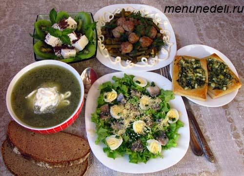 Повседневый обед в зеленых тонах