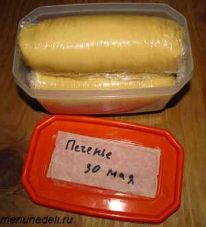 Замороженное тесто в виде колбасок для приготовления бабушкиного печенья
