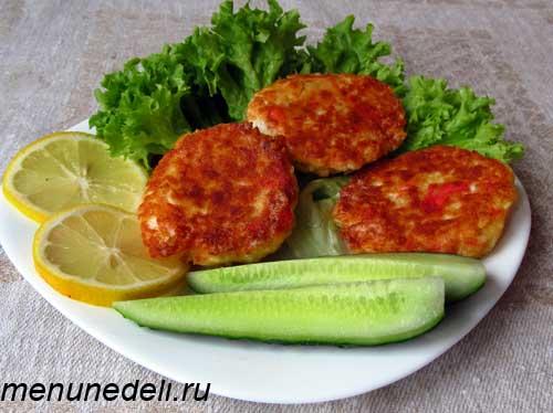 Вкусные и аппетитные биточки на ужин с огурцом и лимоном