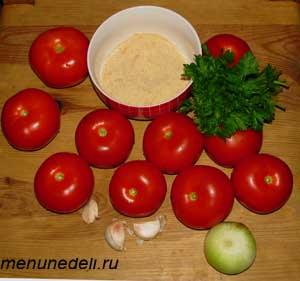 Ингредиенты для помидор фаршированных луком чесноком и сухарями