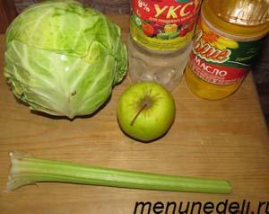 Ингредиенты для салата из свежей капусты с яблоком и сельдереем