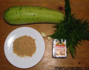 Ингредиенты для супа-пюре из кабачков плавленного сырка и панировочных сухарей