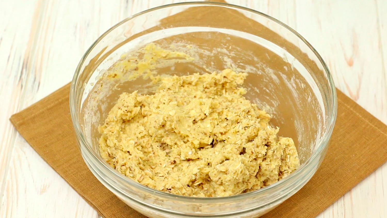 Тесто из из масло с сахаром и яйцом и овсяными хлопьями - как приготовить и заморозить овсяное печенье