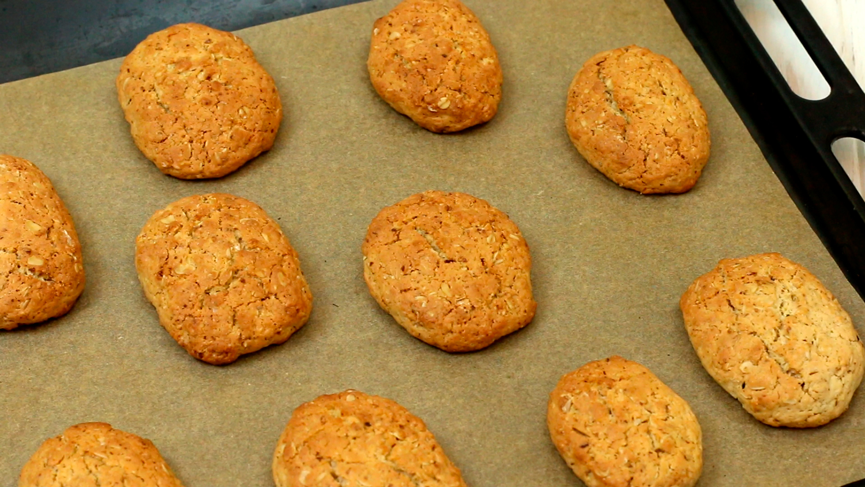 Готовое печенье на противне - как приготовить и заморозить овсяное печенье