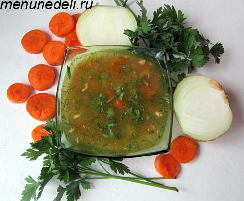 Рыбный суп из консервы с картофелем и морковью на первое