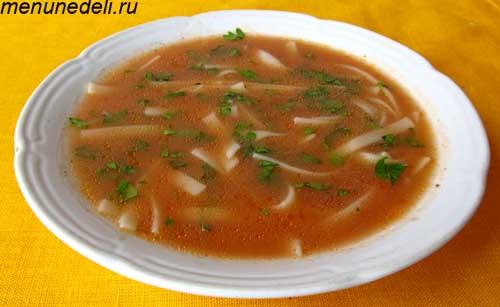 Суп с томатной пастой и лапшой