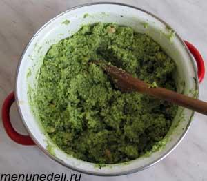 Оливковое масло добавляется в массу при постоянном помешивании