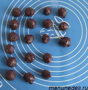 Слепленные конфеты на силиконовом коврике