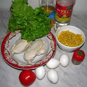 Ингредиенты для салата с курицей кукурузой помидором и яйцами