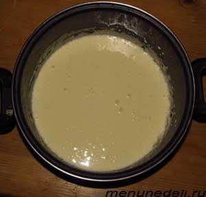 Желтки растертые с сахаром с добавлением сметаны