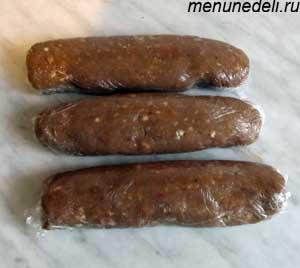 Масса сформированная в колбаски и завернутая в пищевую пленку