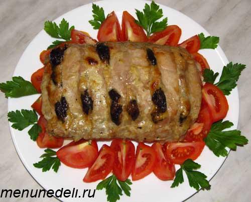 Свинина, запеченная куском с черносливом