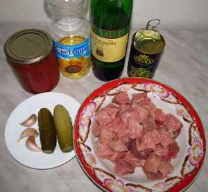 Ингредиенты для солянки по грузински с солеными огурцами