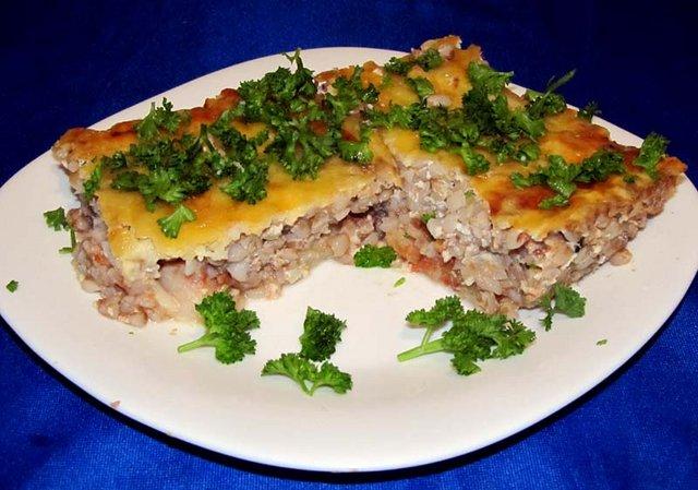 Запеканка с гречкой и рыбой на обед