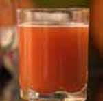 Томатный сок в стакане