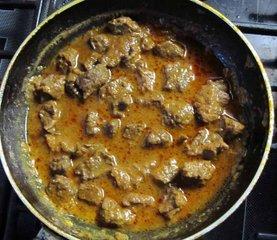 Тушение говядины  для вкусного супа гуляша с картофелем и овощами