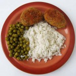 Колбаски по-слуцки с рисом и горошком