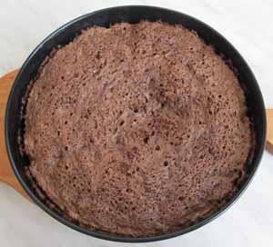 Готовый бисквит должен получится пористым и воздушным
