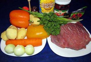 Ингредиенты для супа гуляша с говядиной картофелем овощами