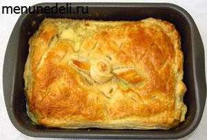 Готовый пирог с курицей и грибами