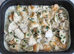 Курица с грибами и сметаной в противне для запекания