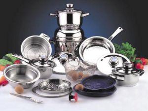 Базовый набор посуды  для холостяка в процессе введения домашнего хозяйства