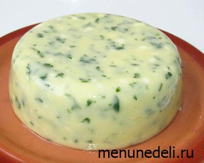 Готовый домашний сыр с зеленью