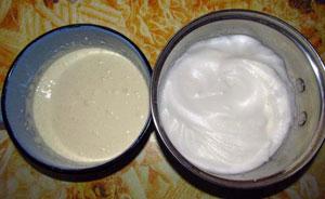Растертые с сахаром желтки и взбитые в пену белки