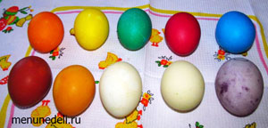 Пасхальные яйца окрашенные с помощью пищевых красителей