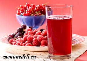 Компот из замороженных ягод приготовленный зимой