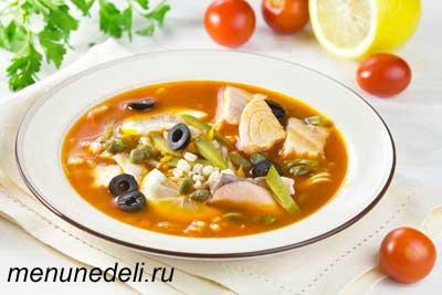 Вкусная солянка из рыбы перловки маслин каперсов