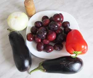 Ингредиенты для баклажан со сливами и болгарским перцем