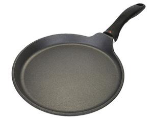 Сковорода с низкими бортами и ручкой для блинов и омлетов