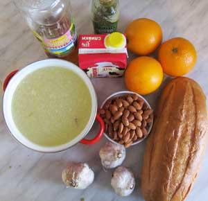 Ингредиенты для чесночного супа с миндалем