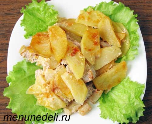 Свинина тушеная с яблоками и картофелем