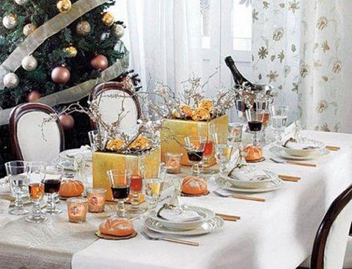 decoracion-mesa-vajilla-blanca-con-detalles-dorados_opt