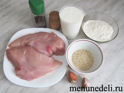 Ингредиенты для приготовления куриного филе в кефире с кунжутом