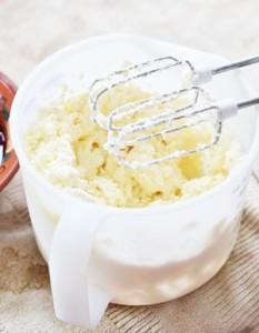 Однородная масса для сырников с вишневым киселем