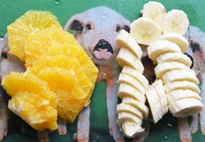 Бананы и апельсины нарезанные ломтиками